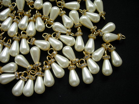 BA05 10x18mm Pearl Teardrop Beads Cream w/Gold Loop & Gems 20pc