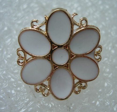 BZ36 18mm Petal Flower Enamel Blazer Button Gold White 4pcs