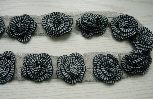 "CB02 2.5"" Layered Flower Crochet Stitch Applique Banding B&W 1Y"