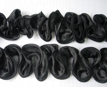 FT15 Satin Exaggerated Ruffled Rosette Banding Edging Black 1yd