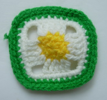 CR69 Crochet Knitted Geometric Square Applique Green White 10pcs
