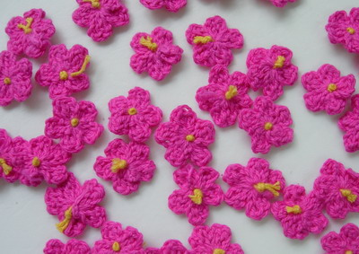 CR80 Crochet Mini Flower Applique Motif Fuchsia 30pcs