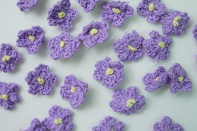 CR82 Crochet Mini Flower Applique Motif Lavender 30pcs