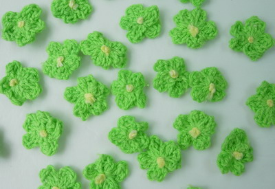 CR83 Crochet Mini Flower Applique Motif Lime 30pcs