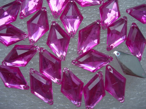 RA34 10x18mm Pale Fuchsia Rhombus Acrylic Gemstones Sew On 30
