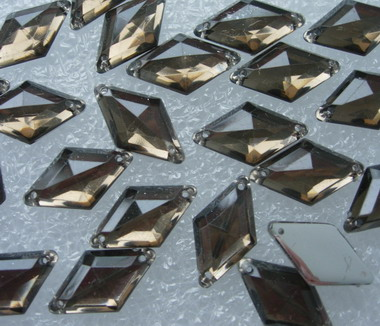 RA42 10x18mm Tea Rhombus Acrylic Gemstones Sew-On 30pcs