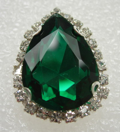 RM111 18x25 Teardrop Gemstone Diamante w/Setting Emerald