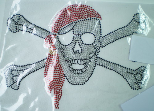 HF32-2 Pirate Skull Hotfix Rhinestud Iron On Transfer Applique