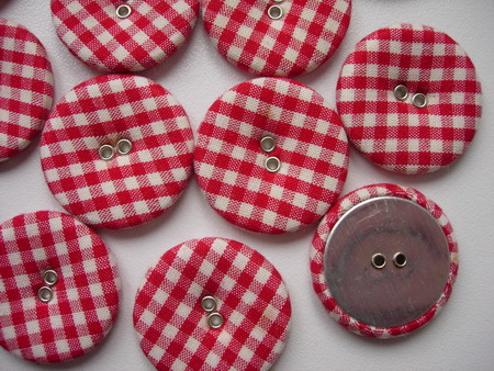 DM15 28mm Checkered Fabric Covered Buttons Red 9pcs