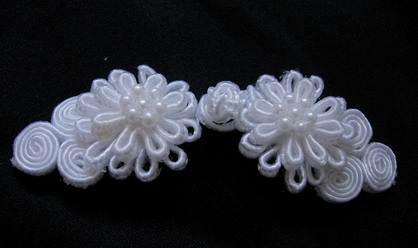 FG114 Chinese Frog Closure Buttons Knots Daisy Bead White 5pr