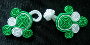 FG125 Chinese Frog Closure Buttons Knots Dots Green White 5pr