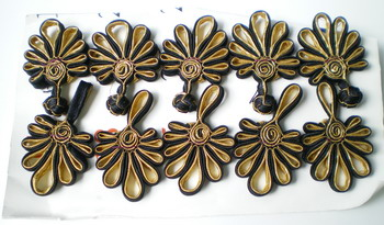 FG231 Metallic Chinese Fan Frog Closure Buttons Gold Black 5pr