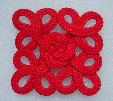 MR116 Square Celtic Macrame Ornament Red