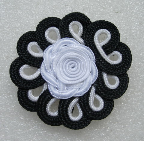 MR161 Black White Macrame Flower Braided Corded Applique 2pcs