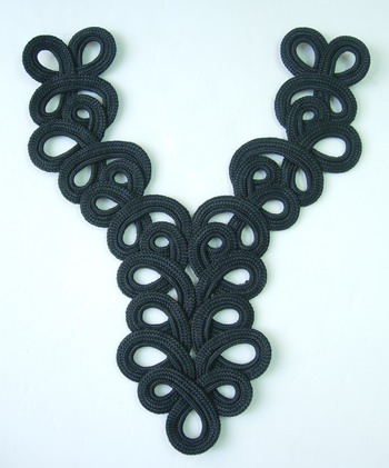 MR19-3 Braided Loopy Y-Neckline Collar Corded Applique Black