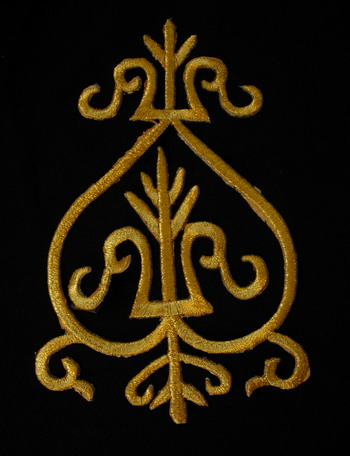 PB100 Medieval Style Thread Trim Embroidery Cutwok Patch Gold
