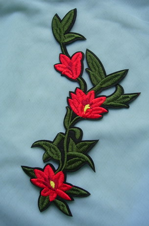 PT195 Red Floral Leaf Embroidered Patch Applique Iron On Dress