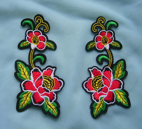PT197 Mirrored Flowers Rose Embroidered Patch Iron On Fashion