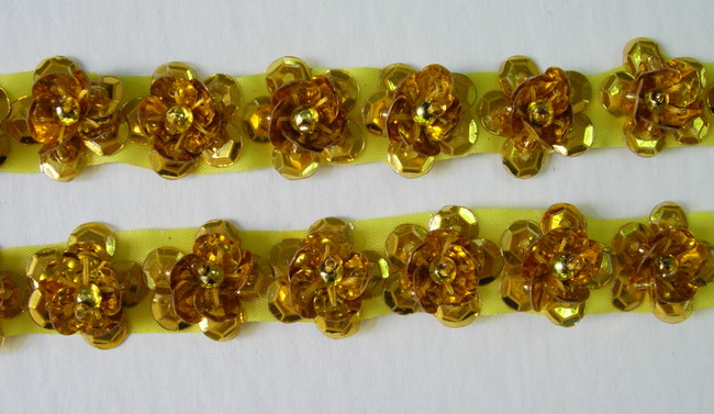 BN26 Gold Mini Flower Sequin Bead Applique Banding 60pcs