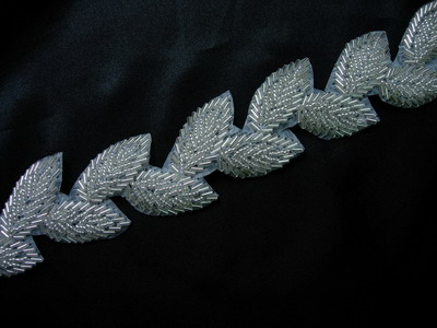 BN96 Puff Leaves Leaf Beaded Bugle Applique Banding Silver 1y