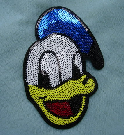CT37 Ronald Duck Head Face Sequined Embroidered Applique Motif