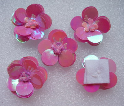 FW255 Paillettes Tier Flower Applique Motif Fuchsia Iris 5pcs