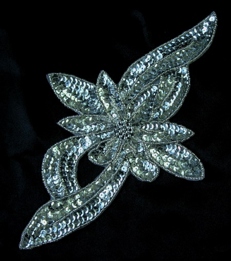 FW70 Leaf Flower Sequin Bead Applique Motif Silver