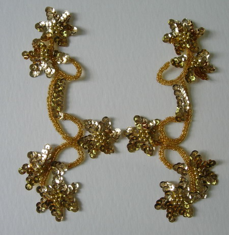 LR21 Pair Star Floral Sequin Bead Applique Gold