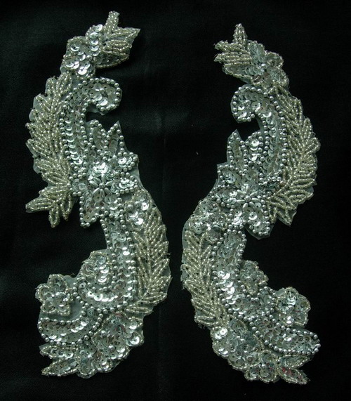 LR65 Sequin Bead Applique Silver L&R Long Flora