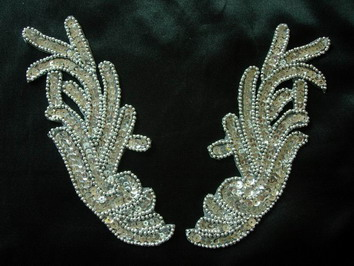 LR107 L&R Mirror Images Sequin Bead Applique Silver