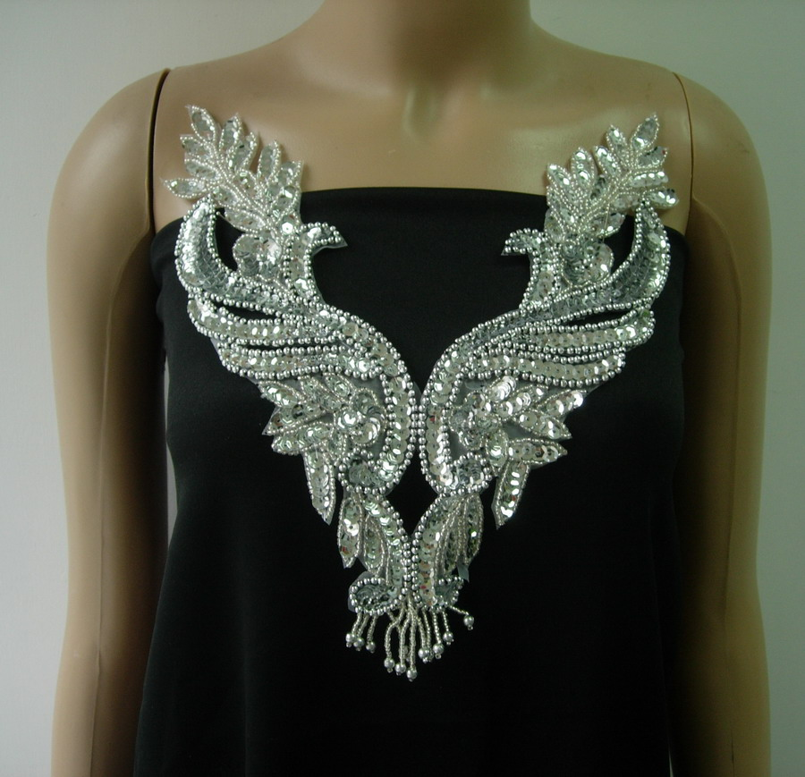 NK29 Silver Sequin Bead Applique Necklace w/Fringe