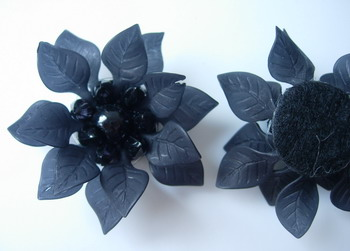 SB194 Acrylic Petals Flower Jewelry Brooch Pin Black 4pcs