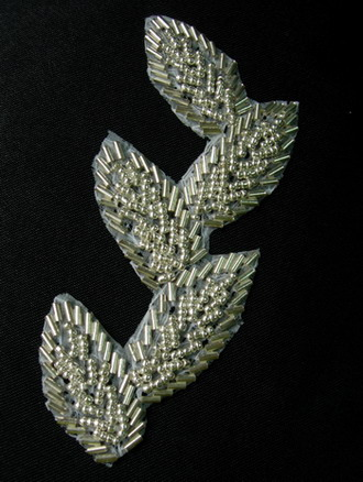 TF27 Leaves Leaf Bugle Beaded Applique Motif Silver