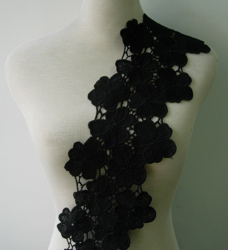 "OT100 5.5"" Multiple Flowers Venise Lace Edge Border Black 1yd"