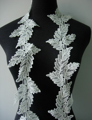 "OT129 3 6/8"" Wide Leaves Leaf Venise Venice Lace Off-white 1y"