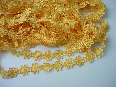 "OT49 1"" Wide Little Flower Venise Venice Lace Yellow 1y"