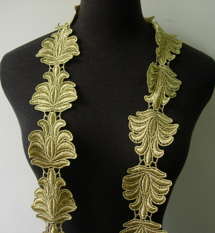 "TL147 2.5"" Floral Leaf Metallic Trims Lace Edge Gold 1Y"