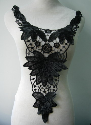 VY72-3 Leaf Leaves Bodice Lace Venice Venice Applique Motif Blk