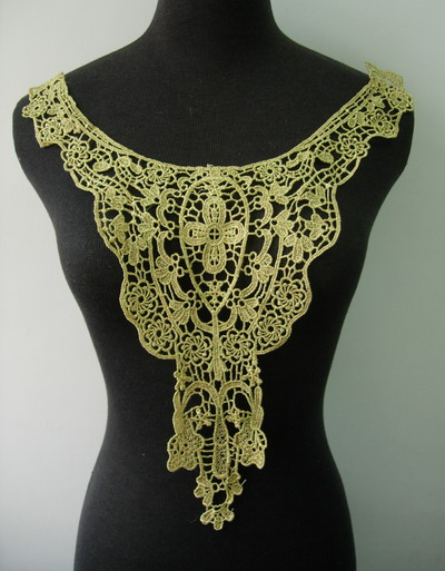 VY117 Vintage Floral Collar Bodice Gold Metallic Trim Applique
