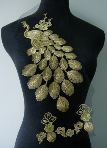 VT161 Large Peacock Gold Metallic Trim Applique Motif