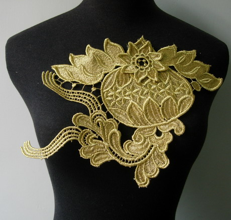 VT210 Lantern Floral Gold Metallic Trim Lace Applique Motif