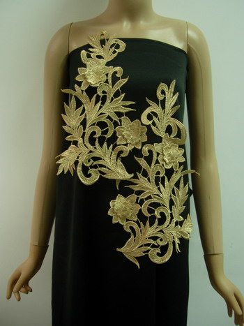 VT244-2 Huge Paired Floral Leaf Metallic BeigeGold Trim Applique
