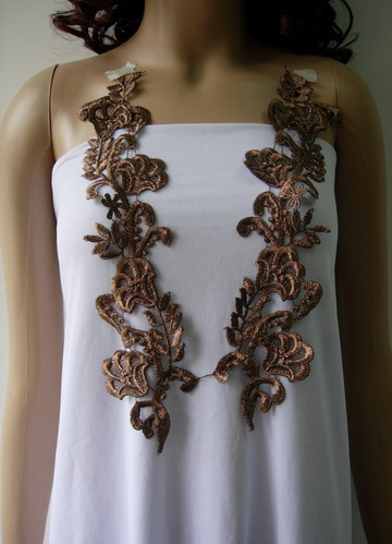 VT267 Paired Floral Flowers Metallic Trims Lace Applique Brown