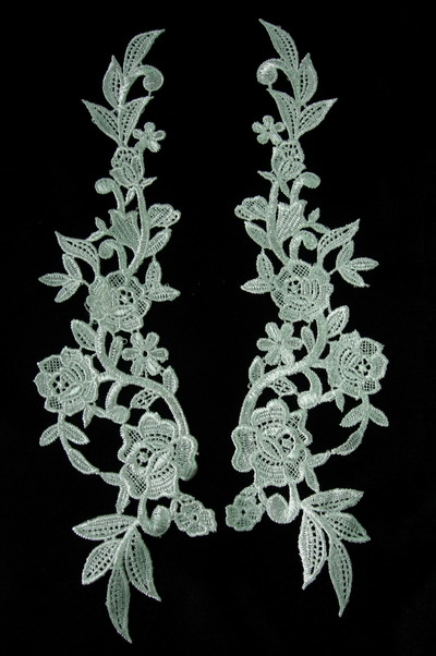 VT52 LR Pair Huge Rose Lace Venise Venice Applique Cream