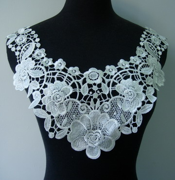 VK159 Flora Flower Lace Venice Venise Applique Collar Yoke Cream