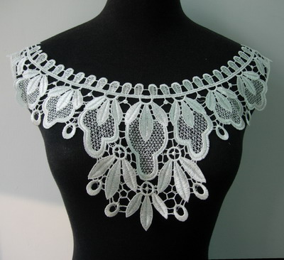 VK224 Pretty Collar Neck Lace Venise Venice Applique Motif Cream