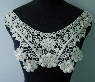 VK226 Natural Venise Lace Applique Neck Collar Cotton Motif