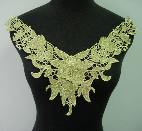 VK250 Trendy Floral Collar Metallic Gold Trim Venise Applique