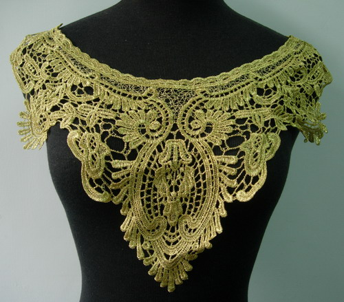VK252 Renaissan Vintage Collar Neck Metallic Gold Trim Applique