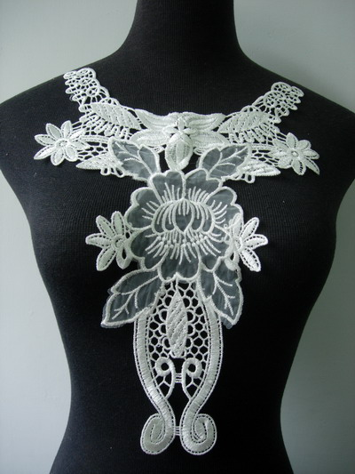VK289 Victorian Neck Collar Lace Venise Venice Applique Cream